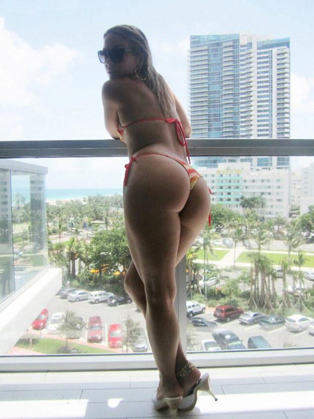 Hot ass stunner teases on the balcony