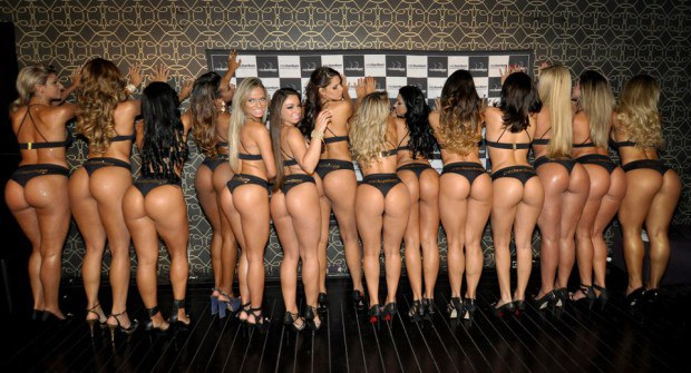 A bunch of hot babe show off their perfect asses
