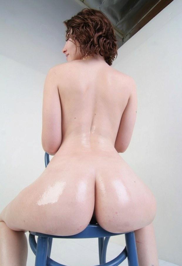 Curvy redhead has a really nice ass