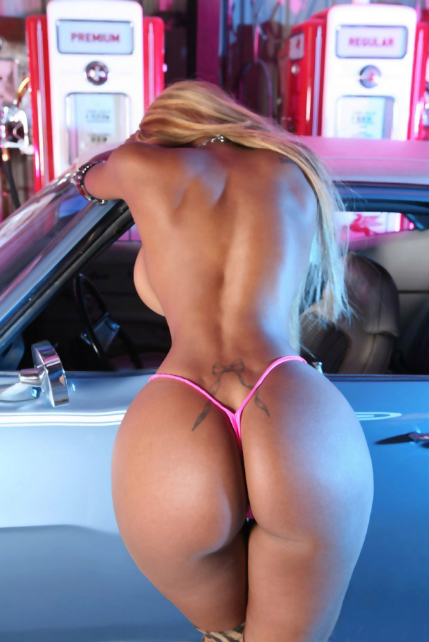 Blonde babe teases with her perfect ass