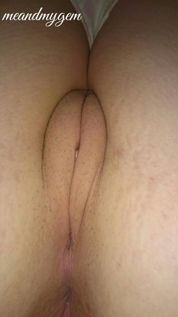Teen's pussy and ass in close up