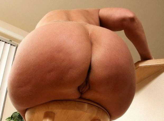 Plump mature shows her massive booty