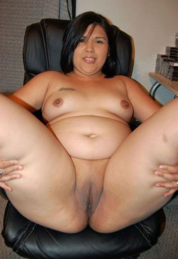 Chubby Asian Amateur Spreads Her Legs-9641