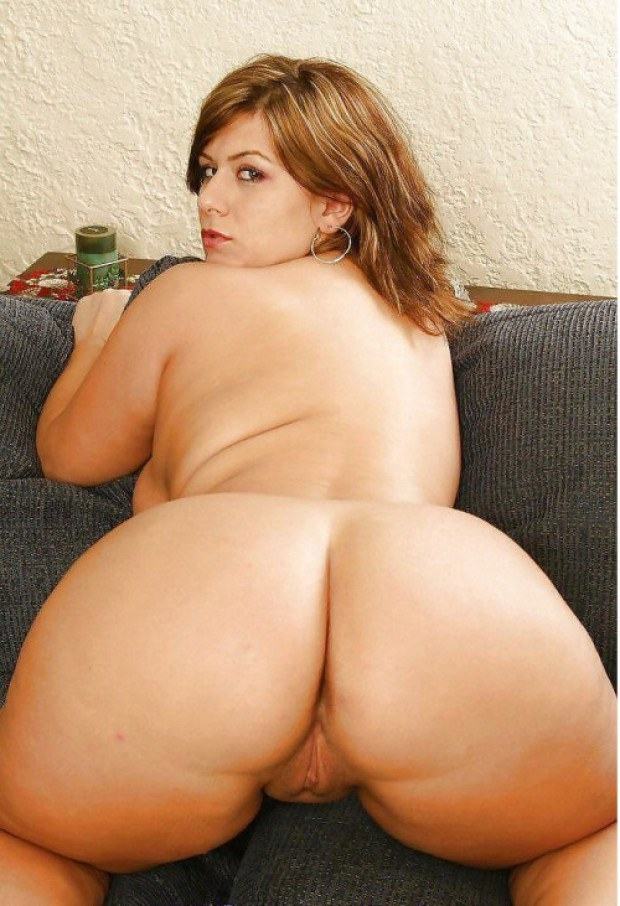 This chubby babe has the perfect ass
