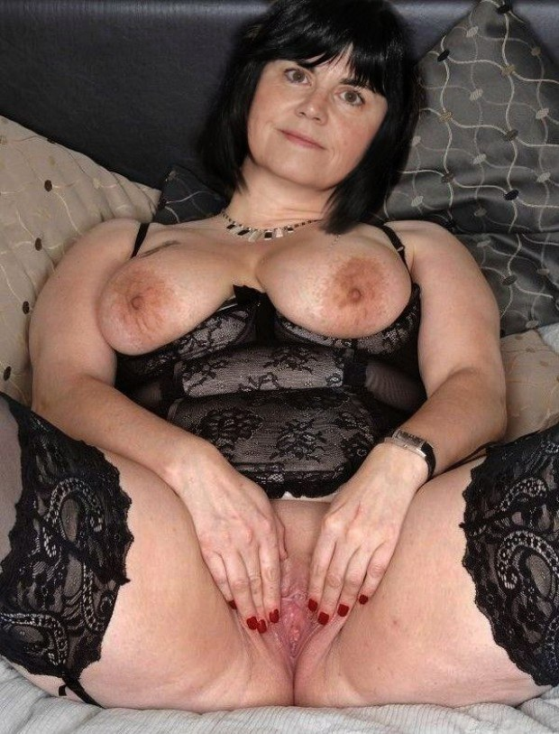Busty Mature Spreads Her Wet Pussy Wide Open-3117