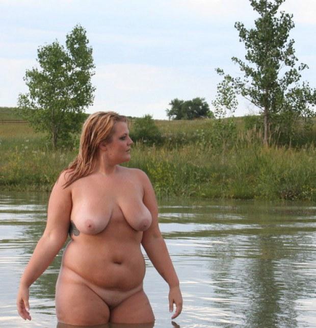 Amateur bikini model fucked by photographer