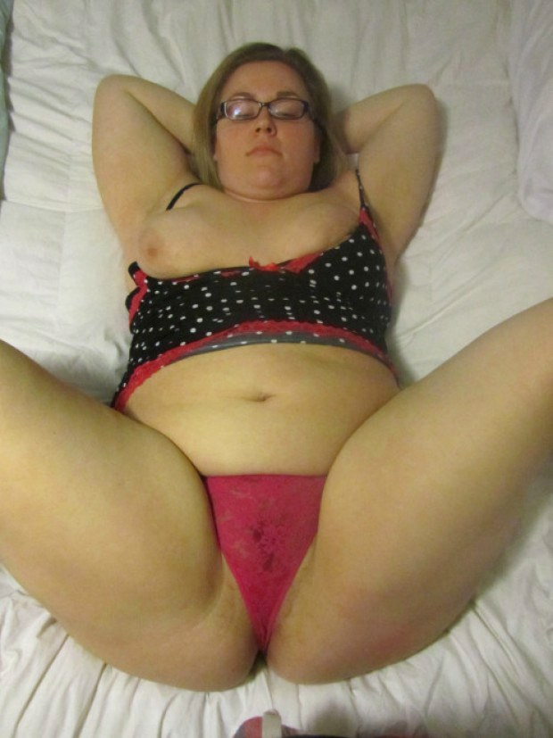 Amateur chick grinds on dick