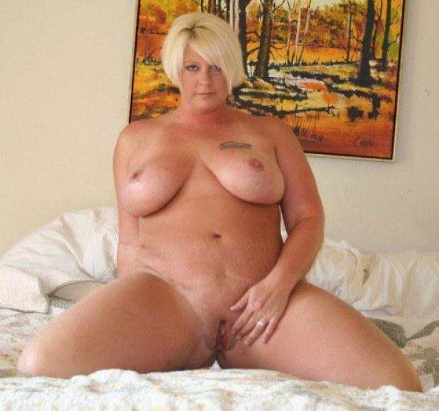 Mollige Nackte Frau