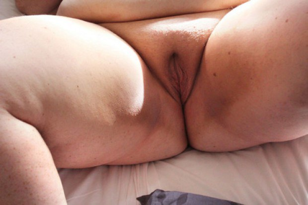Chubby BBW amateur presents her shaved pussy