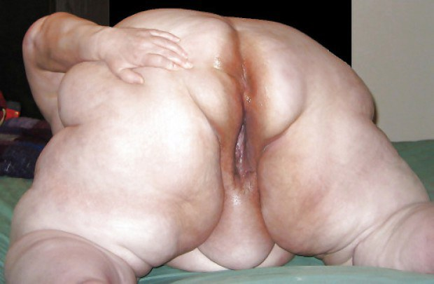 Nasty BBW amateur shows her holes