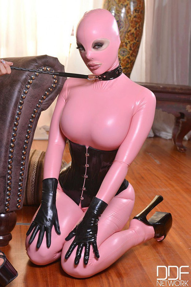 Masked sub with huge titties in kinky pet play