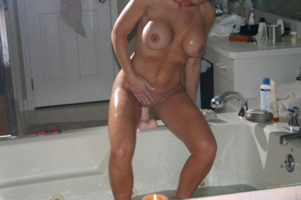 Busty wife rides her toy in the bathtub