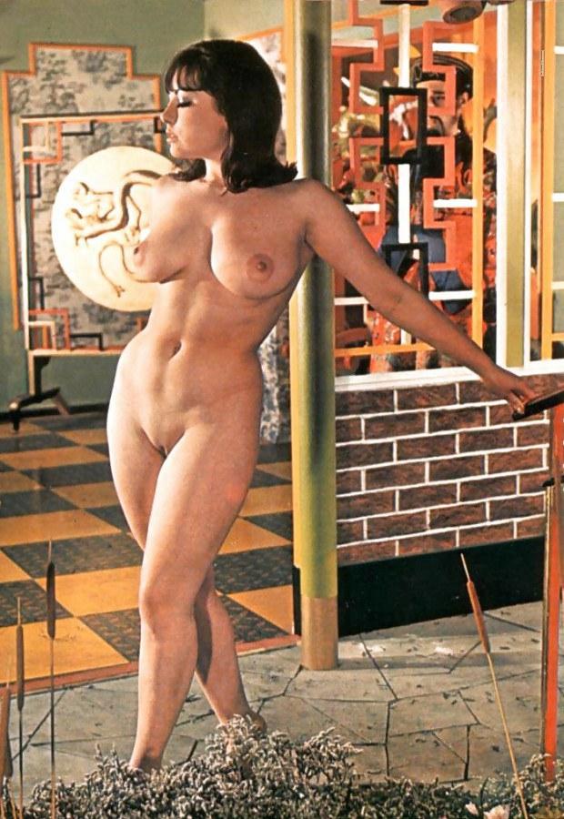 Vintage pornstar June Palmer shows her curves
