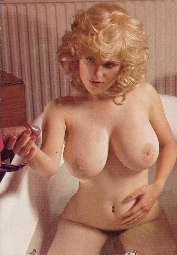 Retro Blonde With Big Natural Boobs Gives A Handjob-4178