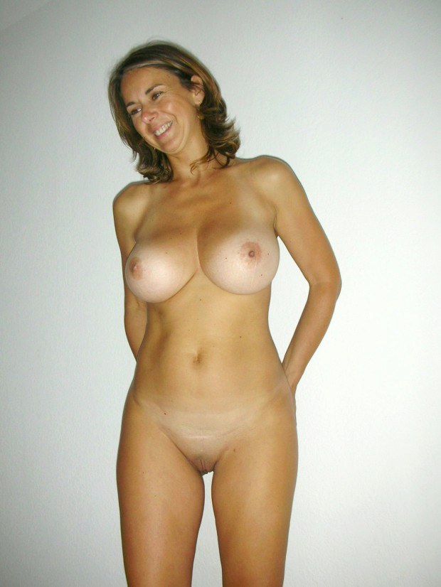 South American wife has really nice boobies