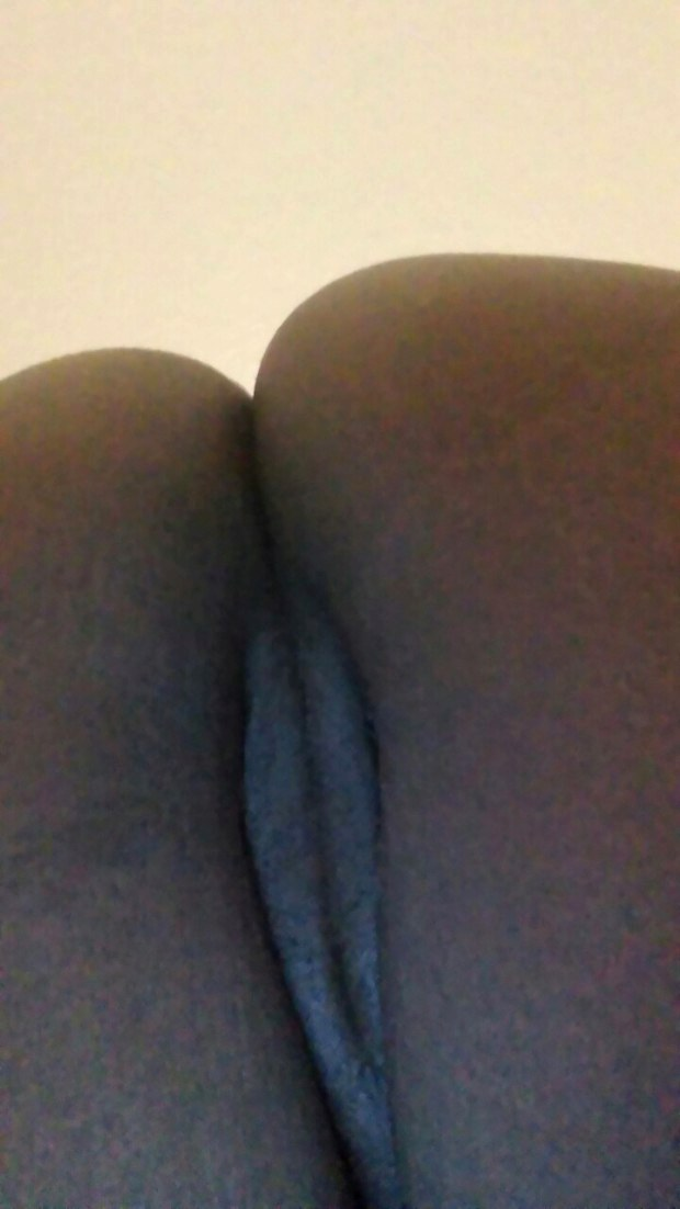 Ebony amateur teases with her butt