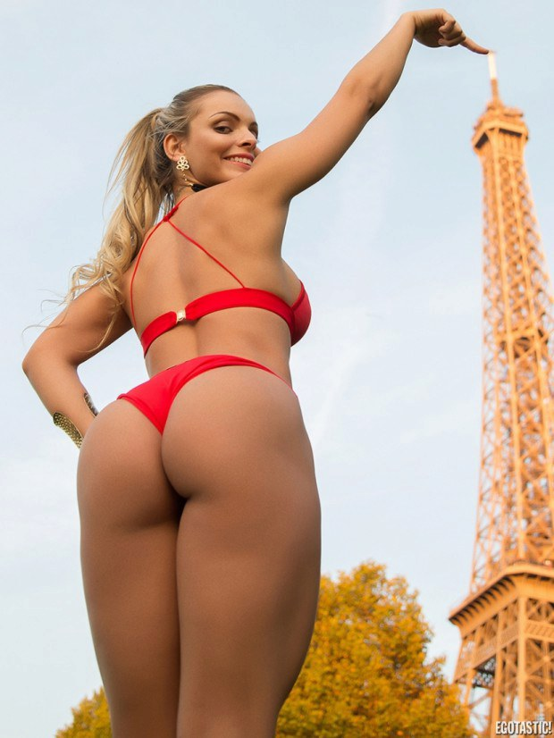 Sexy ass  babe poses next to the Eiffel tower