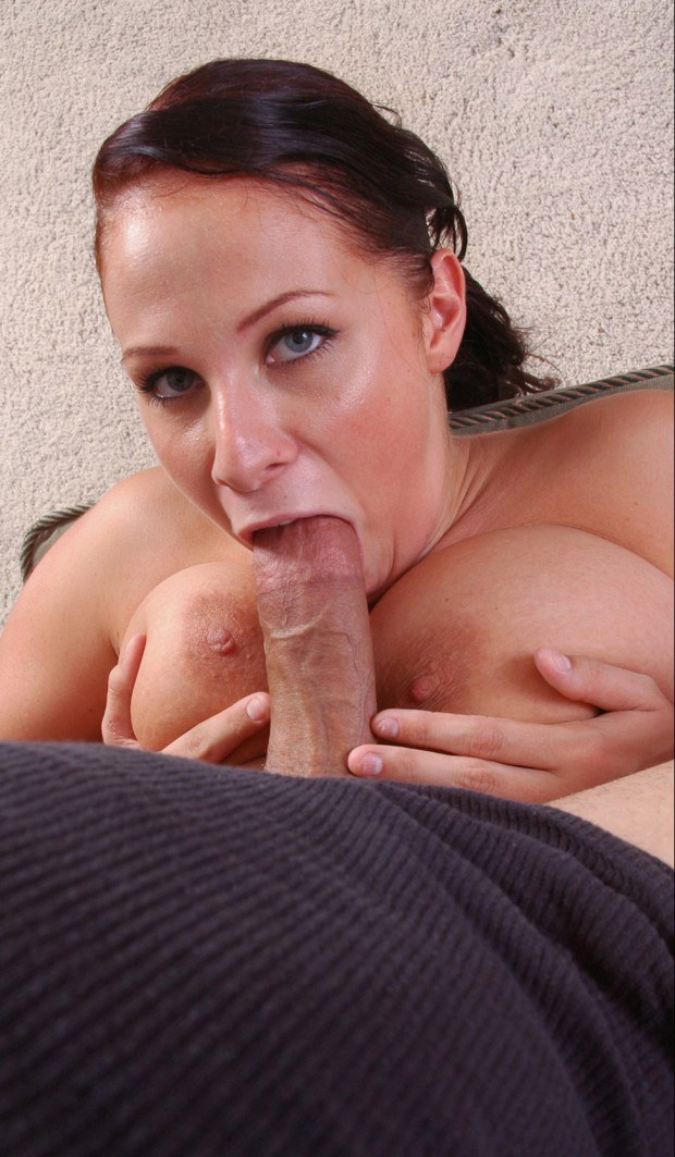 Plump blue eyed nympho pleasures a big cock