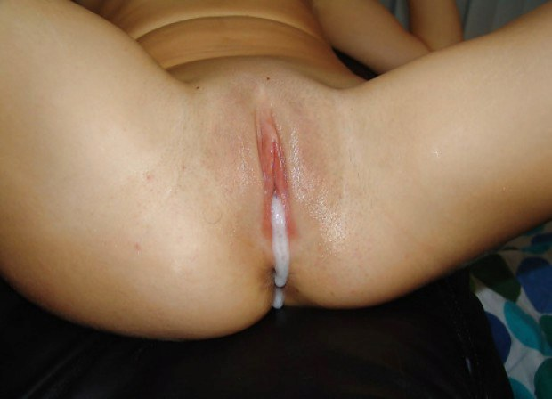 Cum drips down of that shaved pussy