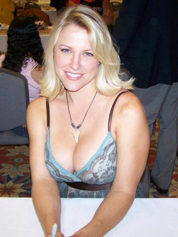Brittney Powell  nackt