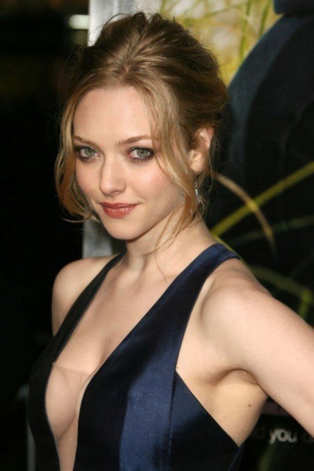 Hollywood sex bomb Amanda Seyfried teases with her looks and boobs