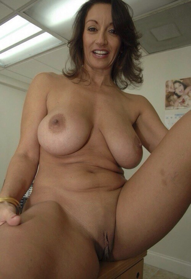 Lovely wife presents her pussy and boobs