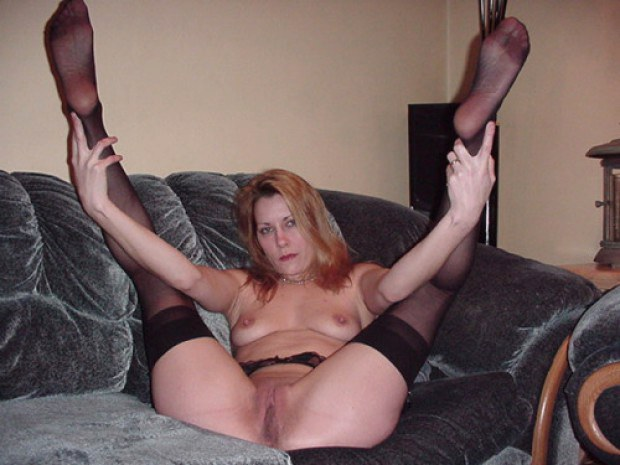 Amateur legs spread stockings