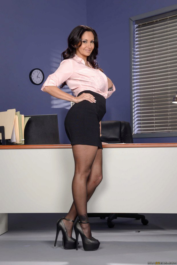 Tempestuous MILF secretary shows her goods
