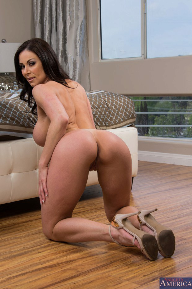 riding Thick brunette milf