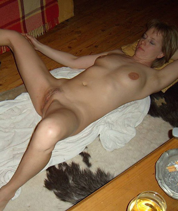 Naked wife is ready for a solo on the floor