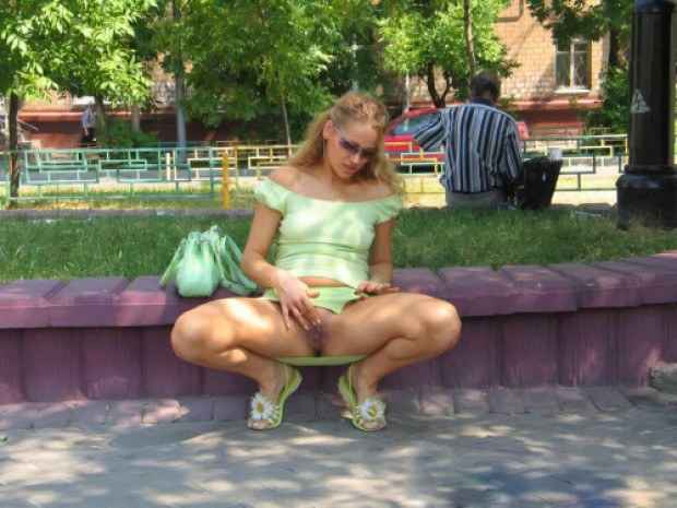 Blonde amateur rubs her shaved cunt outdoor