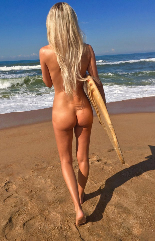 Blonde surfer babe shows her appetizing ass at the beach