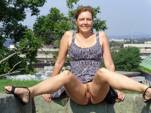 Exhibitionist wife shows upskirt on the rooftop