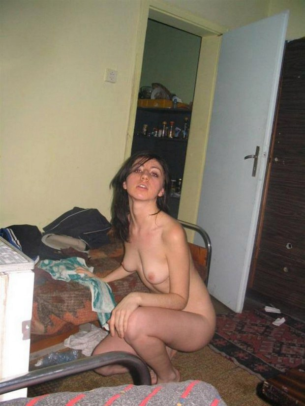 Sexy Amateur Is Naked After Taking A Shower-4296
