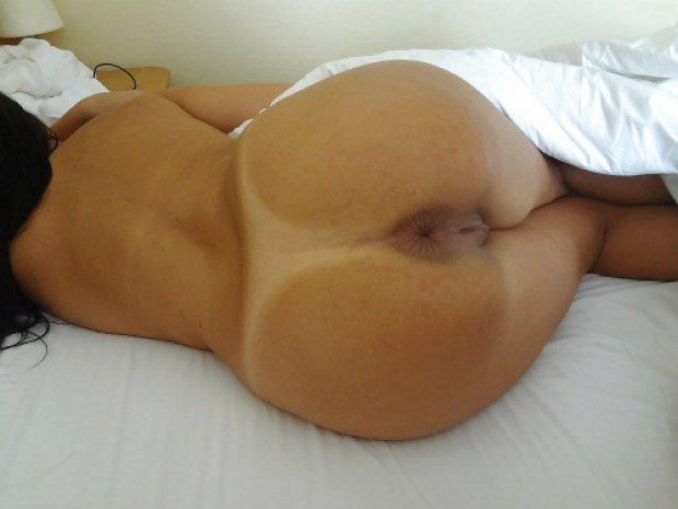 Latina wife presents her craving buttthole
