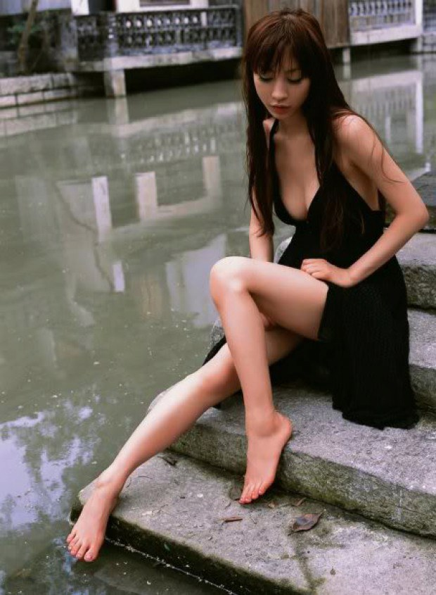 Superb Asian babe teases with her long legs