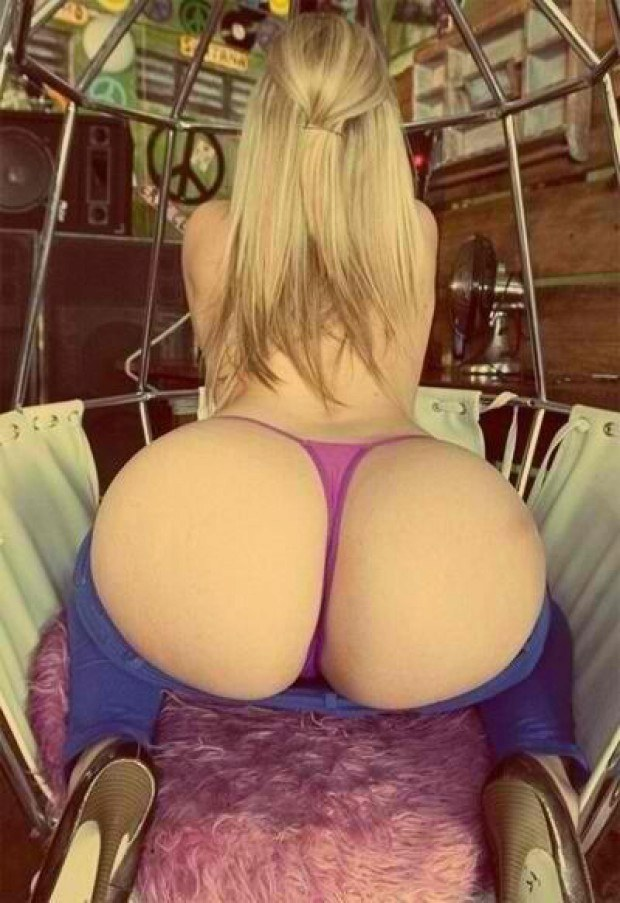 Blonde hottie Sabella Monize presents her bubble butt