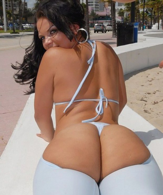 Dreamy Latina teases with her bubble butt outdoors