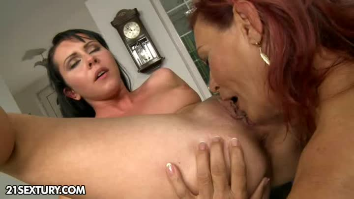 Lesbian eating twat