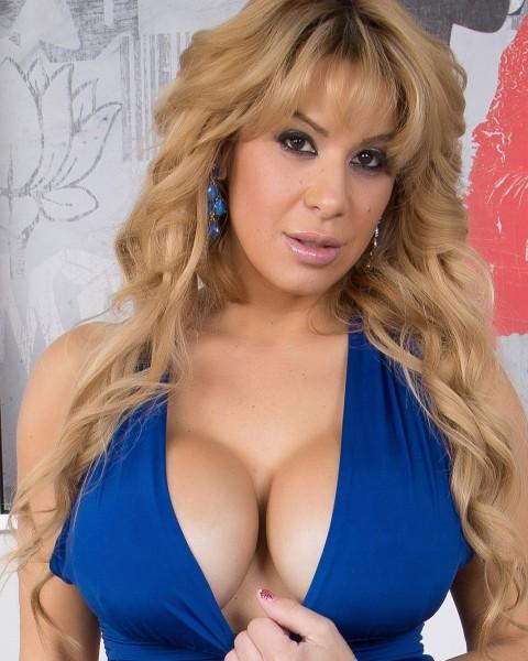 Pornstar Alyssa Lynn